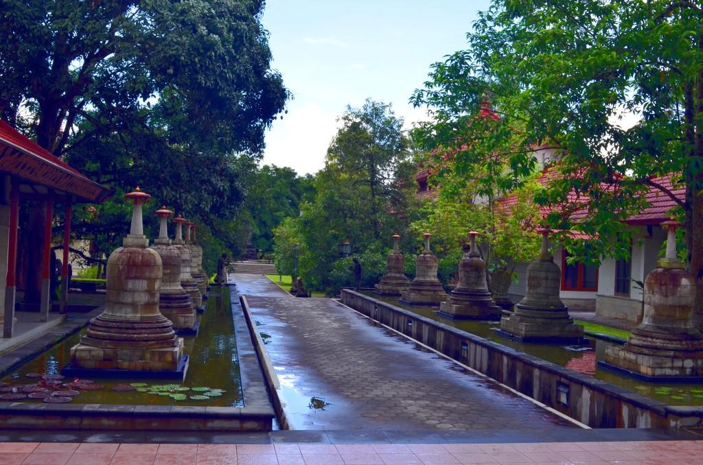 Di dalam Buddhist Monastery